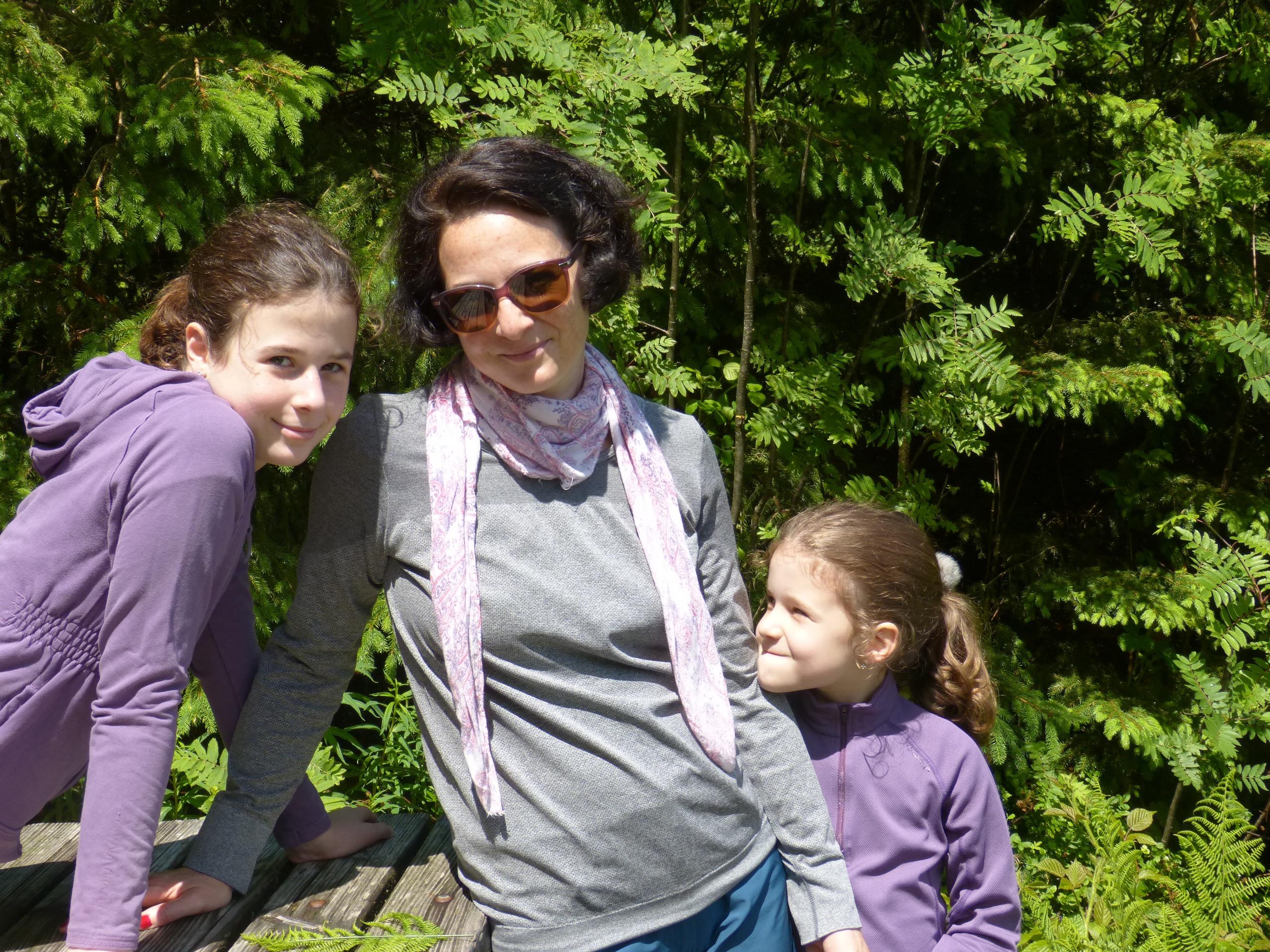 Próbálok jól nevelt anyaként viselkedni. Csak akkor beszélek, ha kérdeznek – Interjú a Nők Lapja Cafén